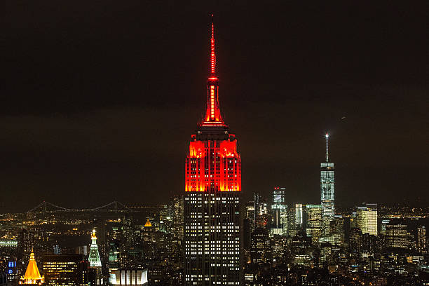 Empire State Building Lights Turn Red In Honor Of World AIDS Day:ニュース(壁紙.com)