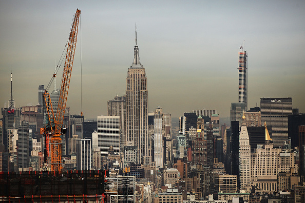 Empire State Building「Developer Larry Silverstein Ceremonially Tops Off New Downtown Manhattan Luxury Apartment High Rise」:写真・画像(11)[壁紙.com]