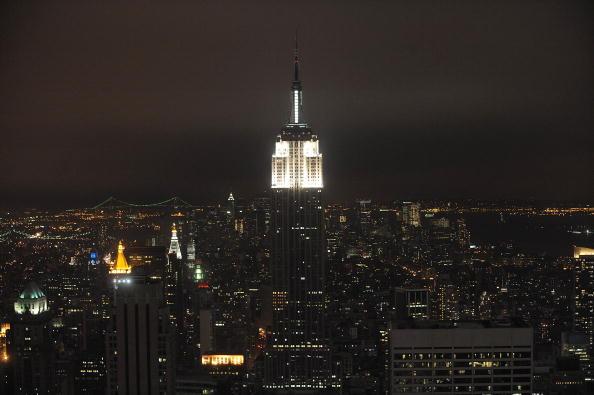 Empire State Building「Earth Hour 2009 Darkens The Skyline」:写真・画像(14)[壁紙.com]