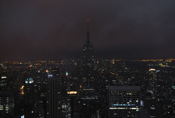 Empire State Building「Earth Hour 2009 Darkens The Skyline」:写真・画像(4)[壁紙.com]