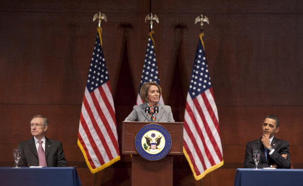 Joshua Roberts「Obama Speaks To Democratic Caucus To Pass Health Care Bill」:写真・画像(5)[壁紙.com]