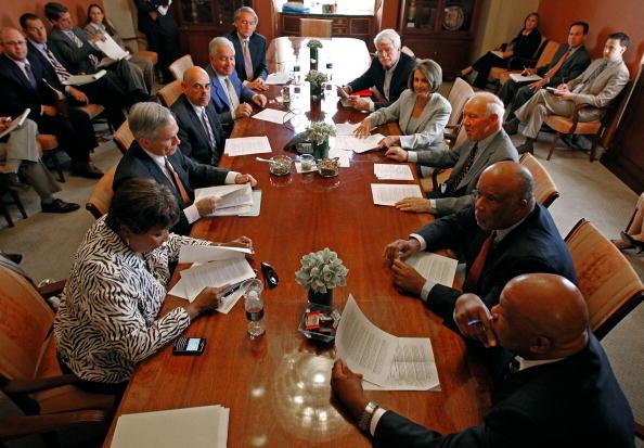 Eddie House「Speaker Pelosi And House Leaders Address Media After Oil Spill Meeting」:写真・画像(7)[壁紙.com]