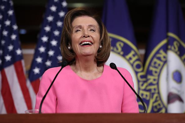 Smiling「House Speaker Nancy Pelosi (D-CA) Holds Weekly News Conference」:写真・画像(9)[壁紙.com]