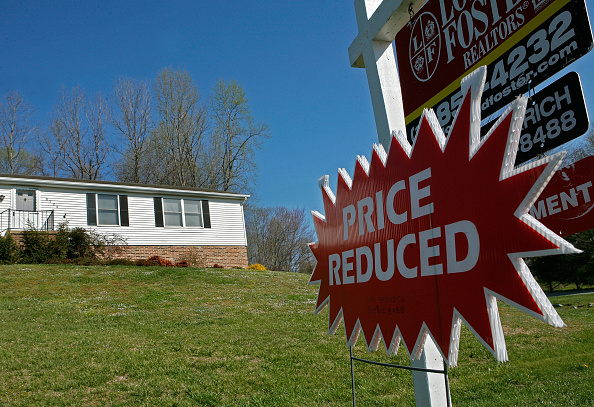 For Sale「For Sale Signs Multiply With Weakening Housing Market」:写真・画像(5)[壁紙.com]