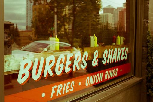 Milkshake「Sign reading burgers & shakes on restaurant window」:スマホ壁紙(15)