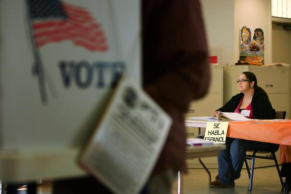 Voting「California Voters Participate In The State's Pivotal Primary」:写真・画像(17)[壁紙.com]