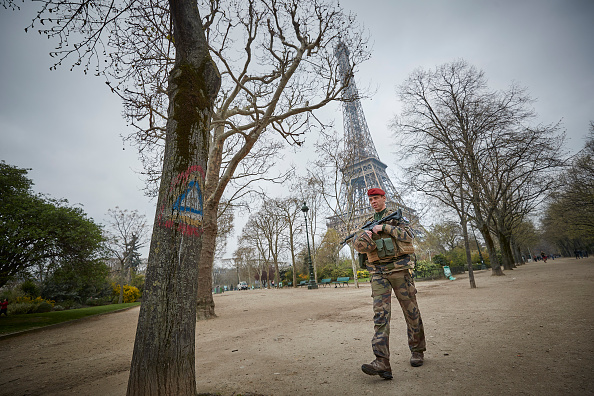 歩兵「Macron Puts The Army On Paris Streets To Combat 19th Act Of The Gilets Jaunes」:写真・画像(10)[壁紙.com]
