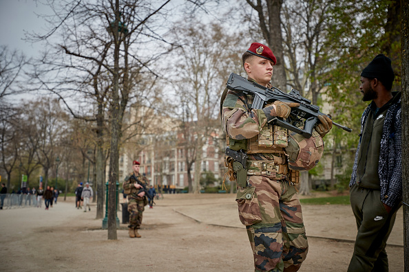 歩兵「Macron Puts The Army On Paris Streets To Combat 19th Act Of The Gilets Jaunes」:写真・画像(8)[壁紙.com]
