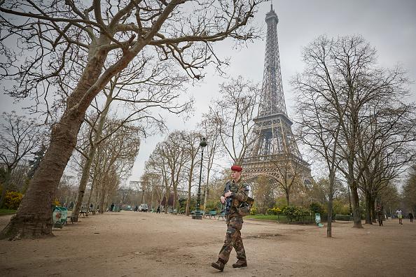 歩兵「Macron Puts The Army On Paris Streets To Combat 19th Act Of The Gilets Jaunes」:写真・画像(11)[壁紙.com]