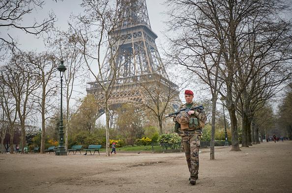 歩兵「Macron Puts The Army On Paris Streets To Combat 19th Act Of The Gilets Jaunes」:写真・画像(3)[壁紙.com]