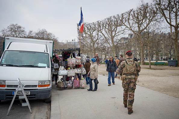 歩兵「Macron Puts The Army On Paris Streets To Combat 19th Act Of The Gilets Jaunes」:写真・画像(7)[壁紙.com]