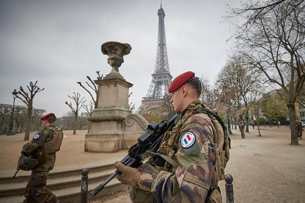 歩兵「Macron Puts The Army On Paris Streets To Combat 19th Act Of The Gilets Jaunes」:写真・画像(13)[壁紙.com]