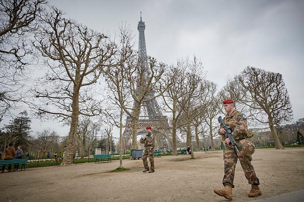 歩兵「Macron Puts The Army On Paris Streets To Combat 19th Act Of The Gilets Jaunes」:写真・画像(9)[壁紙.com]