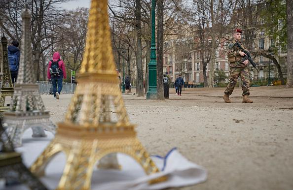 歩兵「Macron Puts The Army On Paris Streets To Combat 19th Act Of The Gilets Jaunes」:写真・画像(12)[壁紙.com]