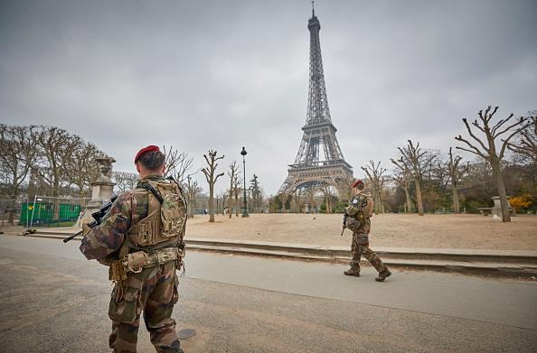 歩兵「Macron Puts The Army On Paris Streets To Combat 19th Act Of The Gilets Jaunes」:写真・画像(5)[壁紙.com]
