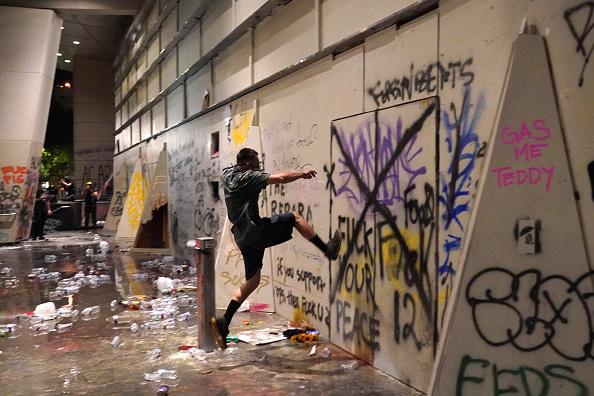 Oregon - US State「Feds Attempt To Intervene After Weeks Of Violent Protests In Portland」:写真・画像(4)[壁紙.com]