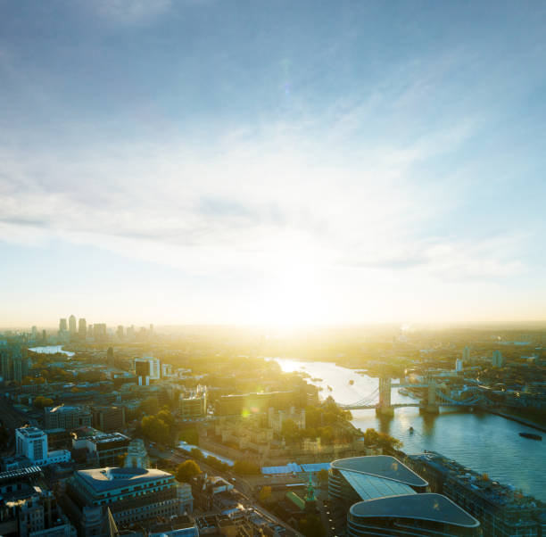 View of London with sun:スマホ壁紙(壁紙.com)