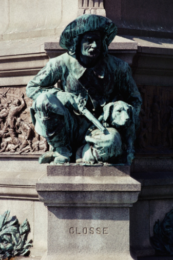 Crouching「Statue on pedestal」:スマホ壁紙(6)