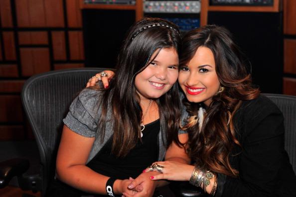 Sister「Demi Lovato Live Chat At Cambio Studios」:写真・画像(1)[壁紙.com]