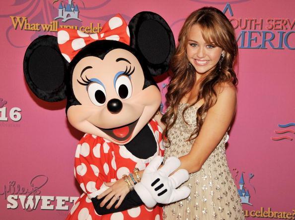 ミニーマウス「Miley Cyrus' 'Sweet 16' Celebration at Disneyland」:写真・画像(1)[壁紙.com]