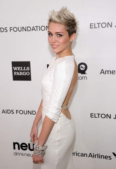 Short Hair「21st Annual Elton John AIDS Foundation Academy Awards Viewing Party - Red Carpet」:写真・画像(15)[壁紙.com]