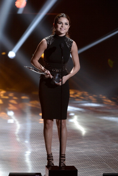 Focus On Foreground「2013 Young Hollywood Awards Presented By Crest 3D White And SodaStream / The CW Network - Show」:写真・画像(2)[壁紙.com]