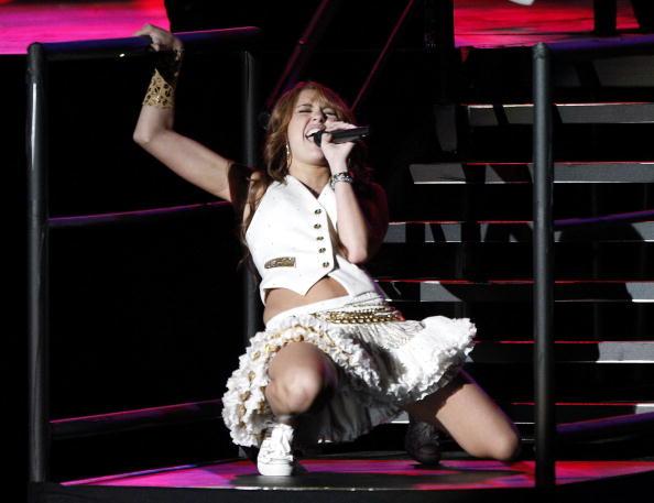 "White Skirt「Miley Cyrus' ""Sweet 16"" Celebration at Disneyland」:写真・画像(6)[壁紙.com]"