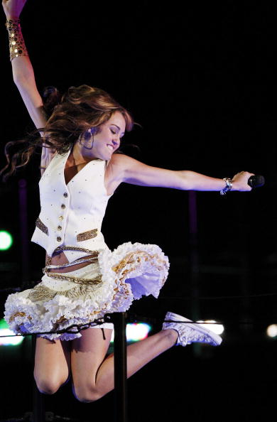 "Side Swept Bangs「Miley Cyrus' ""Sweet 16"" Celebration at Disneyland」:写真・画像(7)[壁紙.com]"