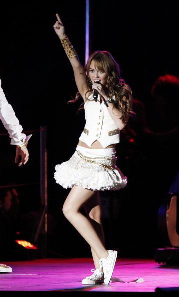 "White Skirt「Miley Cyrus' ""Sweet 16"" Celebration at Disneyland」:写真・画像(5)[壁紙.com]"