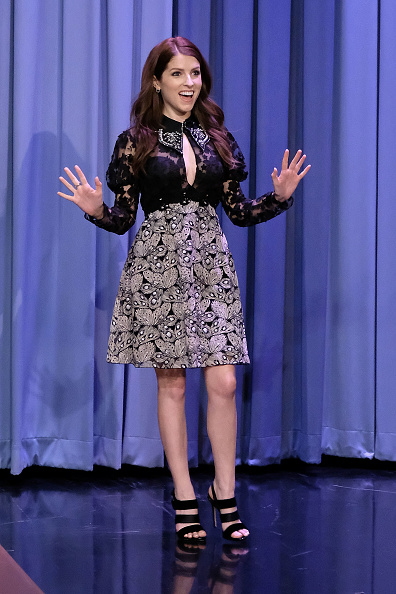 アナ・ケンドリック「Anna Kendrick Visits 'The Tonight Show Starring Jimmy Fallon'」:写真・画像(18)[壁紙.com]