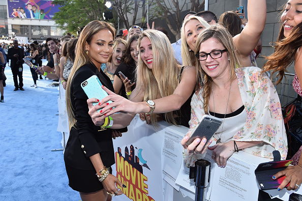 Photographing「The 2015 MTV Movie Awards - Red Carpet」:写真・画像(18)[壁紙.com]