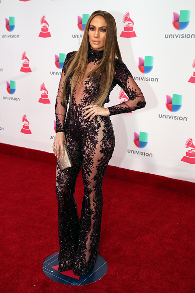 T 「The 17th Annual Latin Grammy Awards - Red Carpet」:写真・画像(16)[壁紙.com]