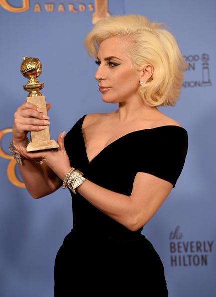 Shoulder「73rd Annual Golden Globe Awards - Press Room」:写真・画像(14)[壁紙.com]