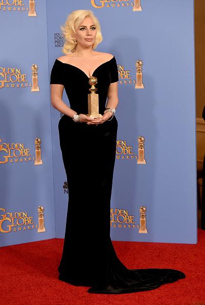 賞「73rd Annual Golden Globe Awards - Press Room」:写真・画像(18)[壁紙.com]