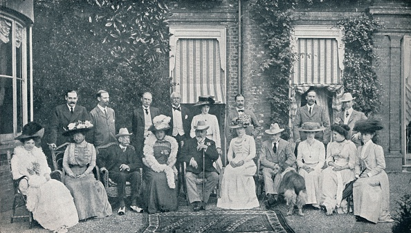 Grove「The Royal house party at The Grove, Watford, Lord Clarendon's residence, in July, 1909 (1911)」:写真・画像(0)[壁紙.com]