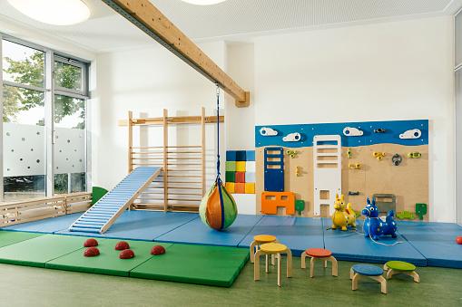 Preschool「Empty gym room in kindergarten」:スマホ壁紙(4)