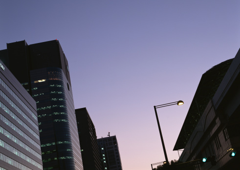 Turning On Or Off「View of office building at dusk」:スマホ壁紙(15)