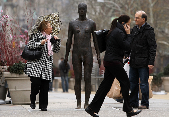Close To「British Sculptor's Iron Cast Statues Adorn NYC Streets And Rooftops」:写真・画像(14)[壁紙.com]