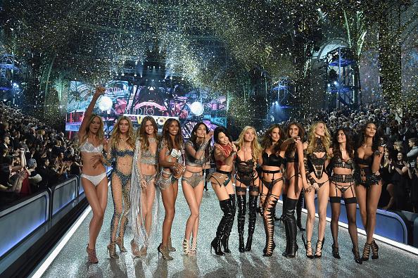 Victoria's Secret Fashion Show「2016 Victoria's Secret Fashion Show in Paris - Show」:写真・画像(14)[壁紙.com]