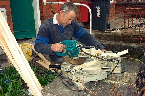 Danger「Home improvement. Cutting timber with a circular saw.」:写真・画像(12)[壁紙.com]