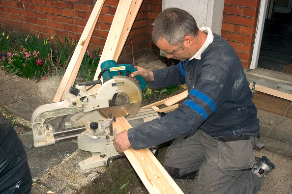 Dust「Home improvement. Cutting timber with a circular saw.」:写真・画像(7)[壁紙.com]