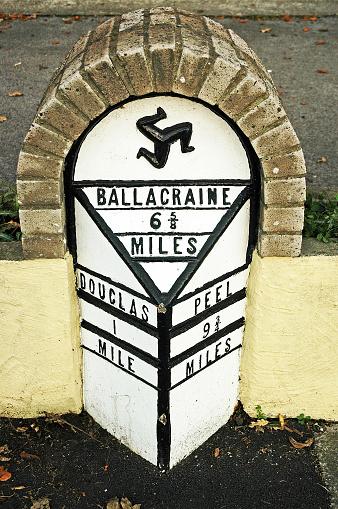 Isle of Man「Roadside Milestone showing distance to towns in miles, United Kingdom」:スマホ壁紙(9)