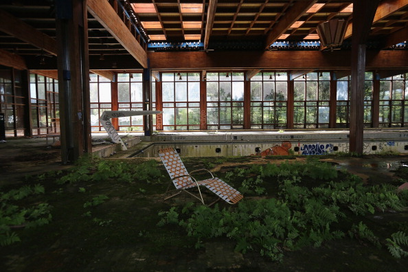 Swimming Pool「Small U.S. Town Struggles Through Long-Term Economic Malaise」:写真・画像(15)[壁紙.com]