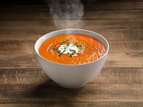 Pureed「Tomato Soup on wooden table background.」:スマホ壁紙(12)