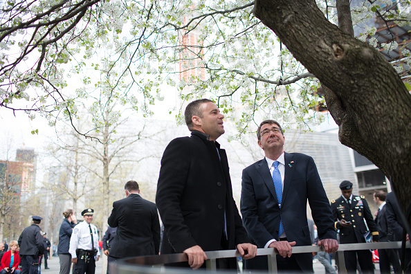 Three Quarter Length「Defense Secretary Ashton Carter Lays Wreath At Sept. 11th Memorial In Lower Manhattan」:写真・画像(18)[壁紙.com]