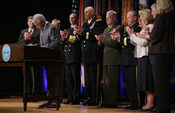 Grass Family「Defense Secretary Hagel Signs 2014 Department Of Defense Human Goals Charter」:写真・画像(9)[壁紙.com]