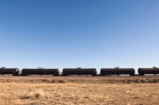 Continuity「Row of oil trains」:スマホ壁紙(6)