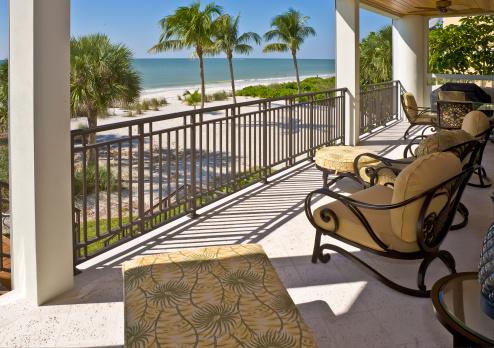 豪華 ビーチ「ビーチから望むベランダの自宅でフロリダの不動産」:スマホ壁紙(5)