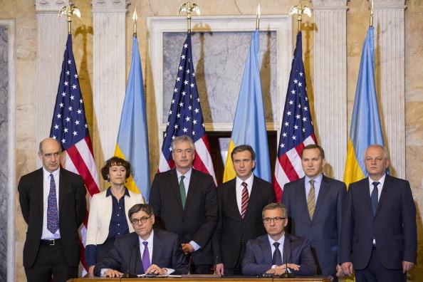 Drew Angerer「Secretary Lew Meets With Ukrainian Finance Minister About Loan Guarantee for Ukraine」:写真・画像(0)[壁紙.com]