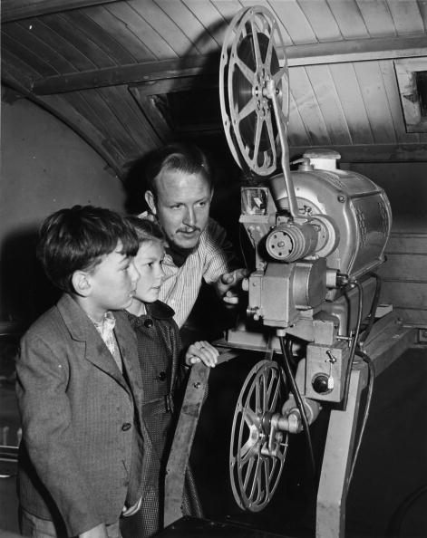 Projection Equipment「Holiday Cinema」:写真・画像(0)[壁紙.com]